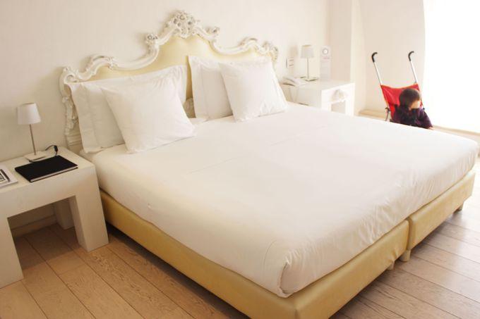 白とゴールドで統一された洗練の内装デザイン