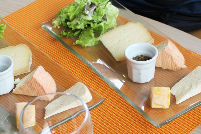 地元特産の山のチーズも美味しい!