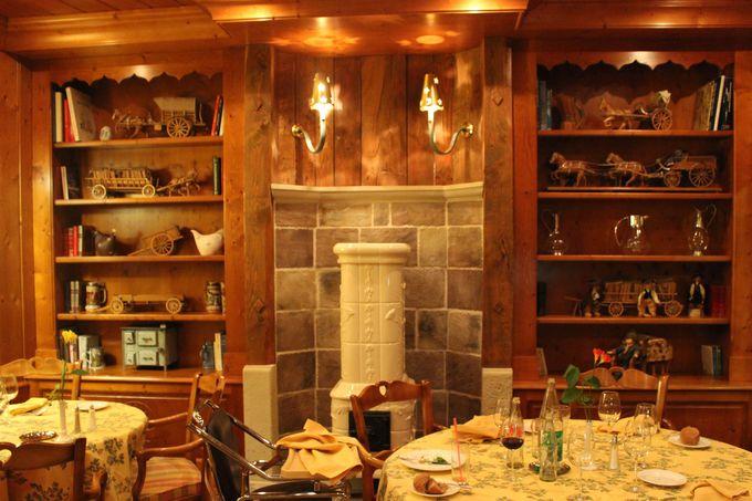 アルザスの誇るモミ材とリネンに包まれたレストラン。
