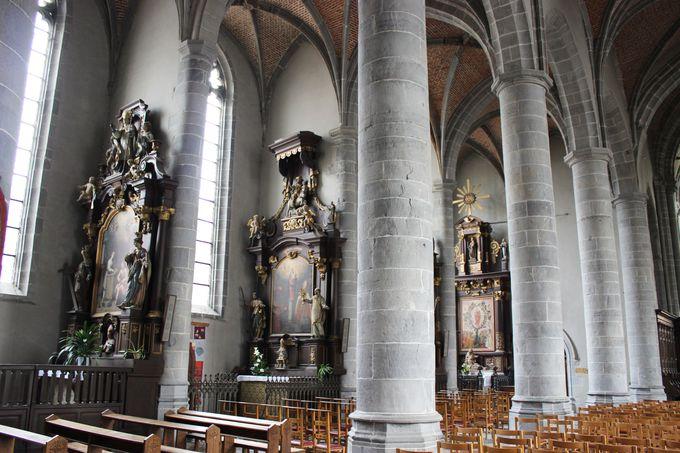 厳しいカトリックの家に育ったベルギー人、マスィアスが通う教会。