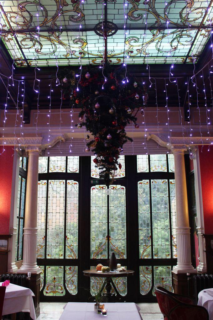 オルタ様式アール・デコの装飾が美しいレストラン