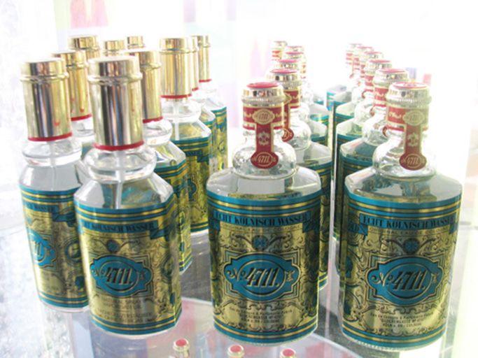 イタリアの香水職人がケルンに敬意を表して名付けた、コローニュの水。