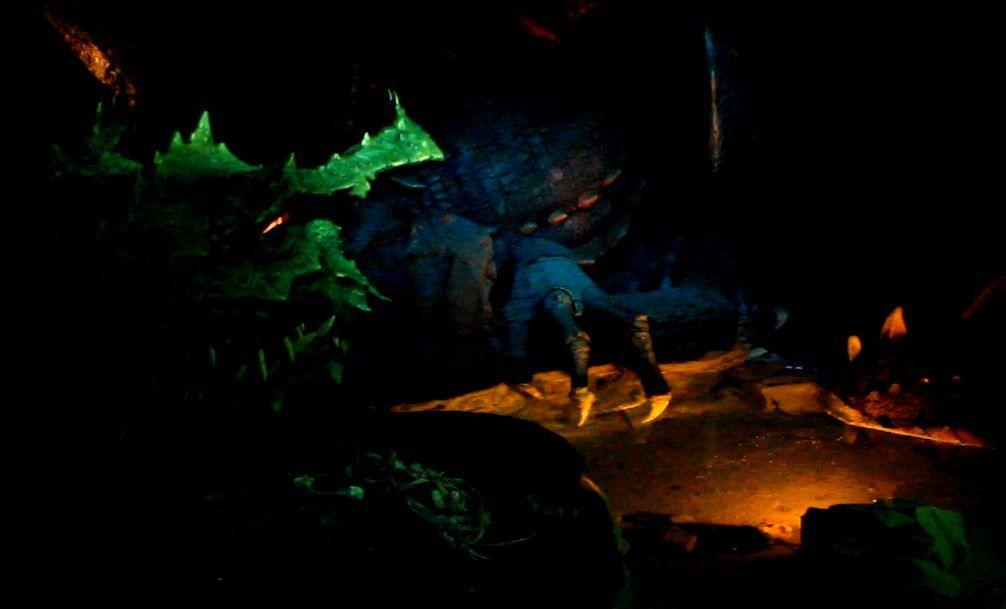眠りの森の姫城で、ドラゴンの巣に潜入!