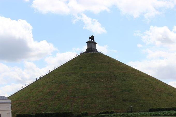 ワーテルローに聳える「ライオンの丘」より、かつての古戦場に思いをはせる