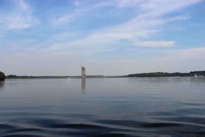 湖上から見るテーマタワーの優美さに感動