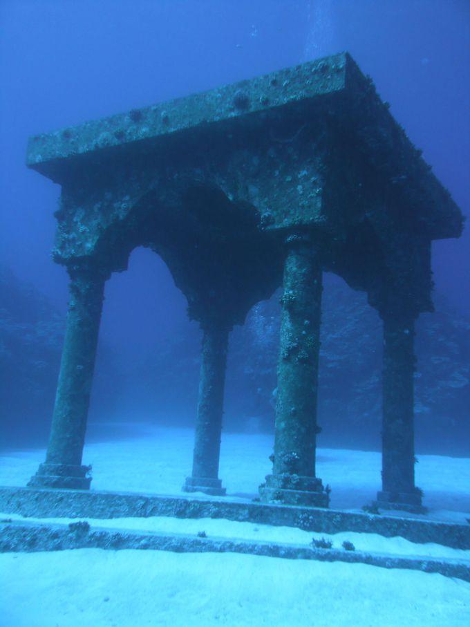 与論島でロマンチックな空気に浸りたいあなたに☆「海中宮殿」