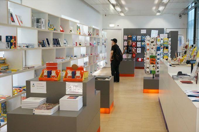 日本では買えないレアグッズも?ミュージアムショップでお買い物