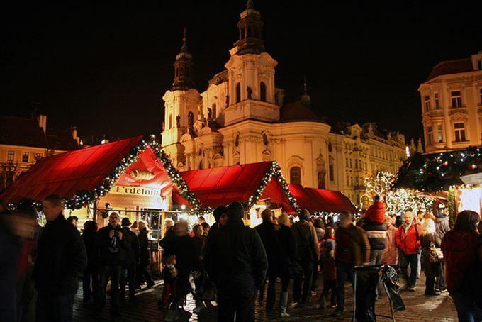 旧市街広場に集合!クリスマスマーケットの会場