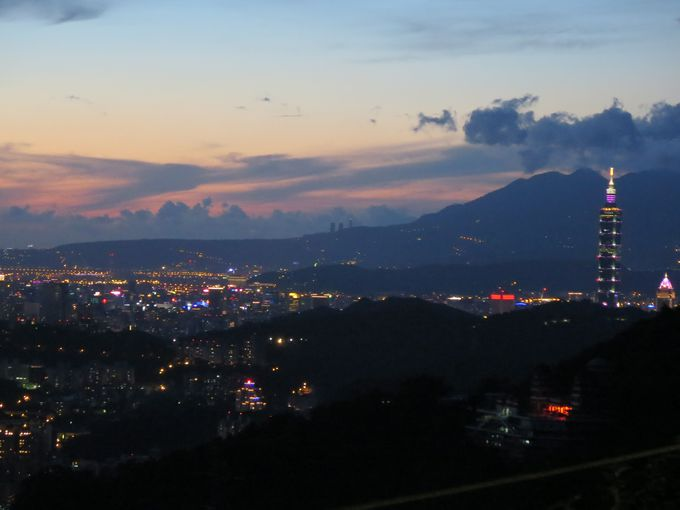 猫空では茶藝で台湾を感じるもよし、ぶらぶら夜景を楽しむもよし