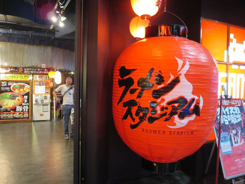 博多「ラーメンスタジアム」でご当地ラーメン食べ比べ!