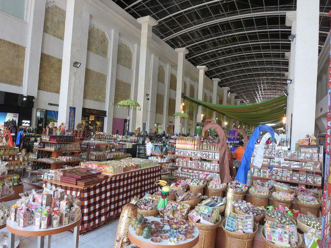 民芸品、雑貨、リゾートウェアなど、本気の土産はココ!
