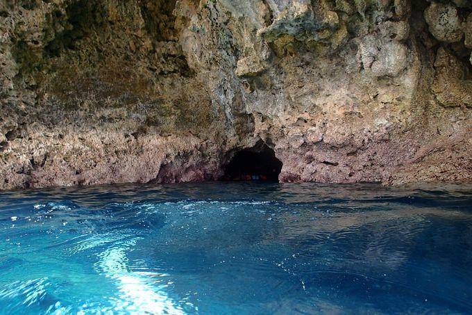 キター!これが青の洞窟!!青い、青い、とっても青い!