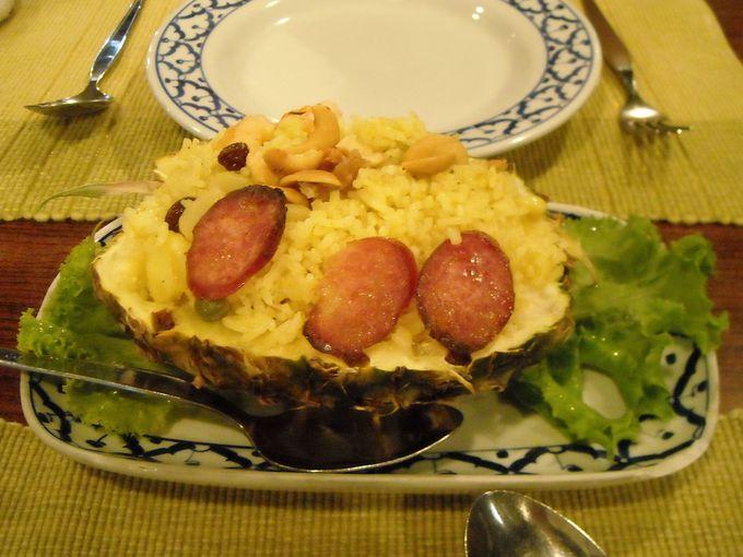 タイ料理のイメージ写真に必ず登場「カオ・オップ・サッパロ」