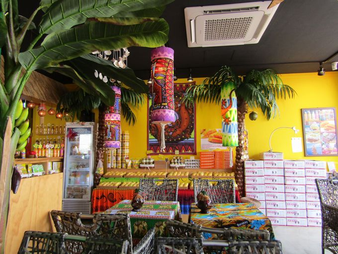 南国リゾートの香り漂う店づくりで気分はもう南太平洋!