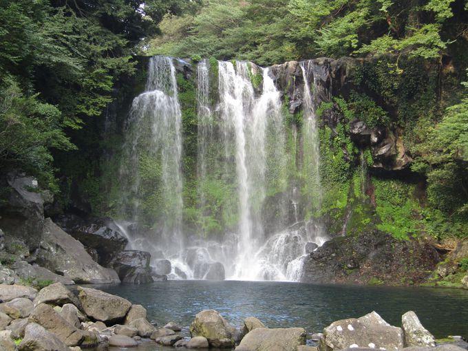 これぞ滝!美しい「天帝淵瀑布」第二の滝