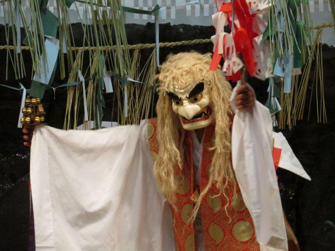車で数分、高千穂神社の「夜神楽」もお楽しみ