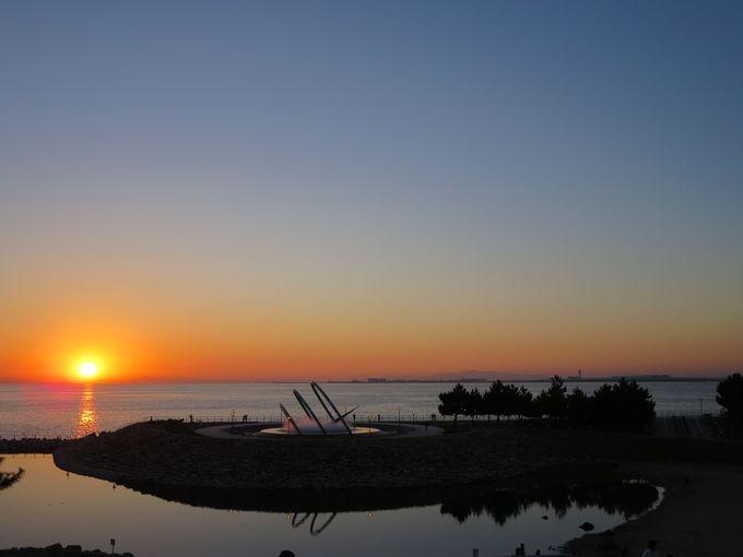関西空港島と夕陽を拝むベストスポット りんくう公園「太鼓橋」
