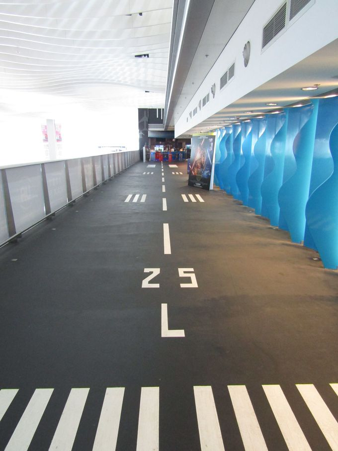 南側滑走路「L25」にタッチダウン!「航空探知館」に到着