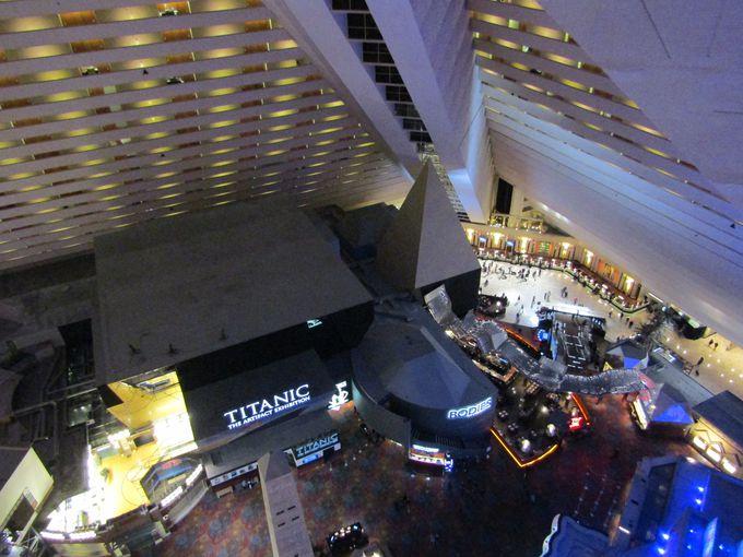 ピラミッドの内部は巨大な空間