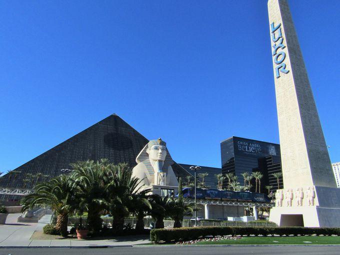 威風堂々!ラスベガスに出現した古代エジプトの遺跡