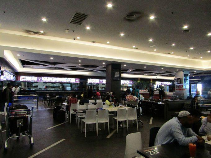 お得にゆったり食事ができる空港職員御用達のフードコート&リラックススペース