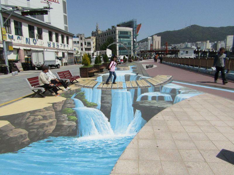 トリックアートも跳ね橋も!釜山・南浦洞ユラリ広場周辺はぶらっと歩きが楽しい