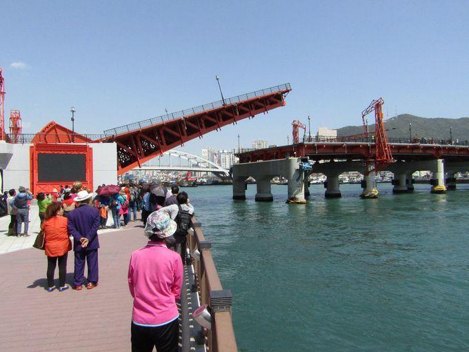 1日に1度跳ね上がる影島大橋は一見の価値あり!