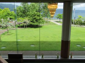 目前に広がる洞爺湖畔の絶景「ホテル レイクサイドテラス」