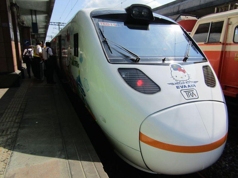キティちゃん好きなら乗ってみたい「新太魯閣号」!台湾東部を走るローカル列車