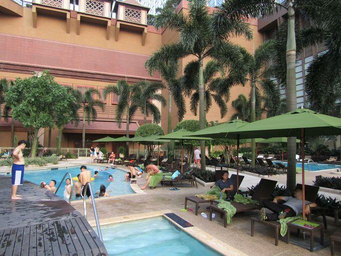 リゾート感が半端ない!2種類のプールでゆったり、まったり