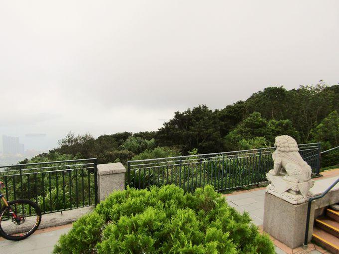 ピークではないけれど、香港島の裏側まで望める展望台もある!