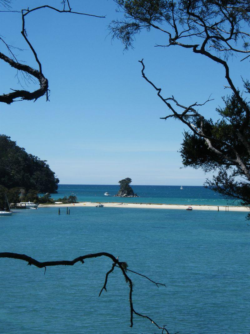ニュージーランドのビーチでハイキング!?「エイベル・タスマンコーストトラック」