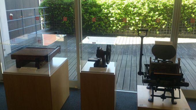 まずは「名刺と紙製品の博物館」へ
