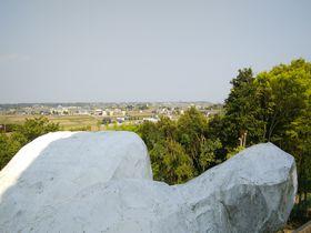 観光名所に囲まれた新名所!?茨城「大串貝塚ふれあい公園」は巨人の棲家