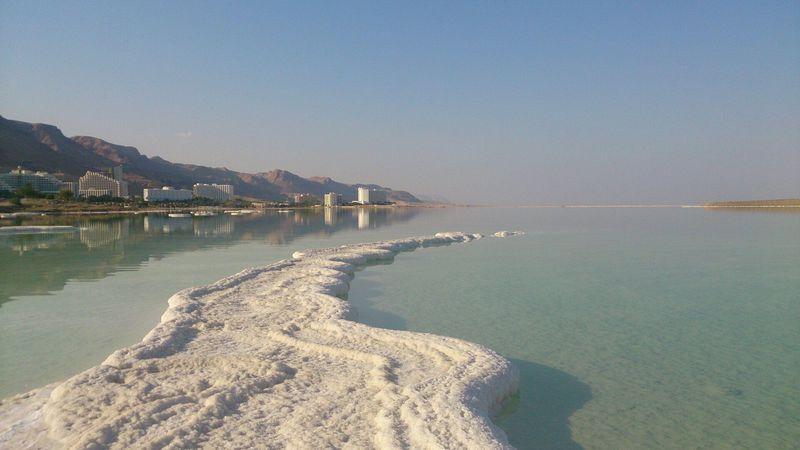イスラエル首都から日帰り可!死海はファンタジーな塩の世界