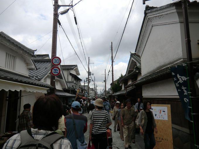 10月、篠山市河原町妻入商家群では「ササヤマルシェ」も開催中
