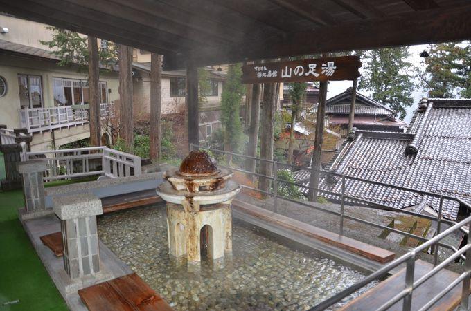 温泉がいっぱい!無料で利用できる風情の異なる4つの家族風呂、そして山の足湯