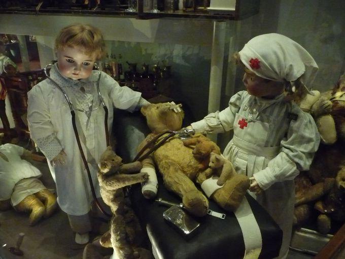 世界中から集まった人形たち