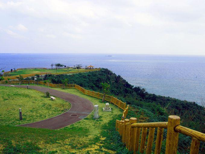 絶景の海と空が眺める「知念岬公園」