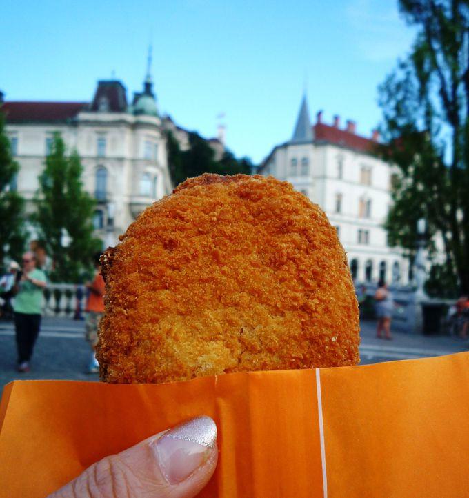 食べ歩きも楽しい「リュブリャーナ風カツレツ」