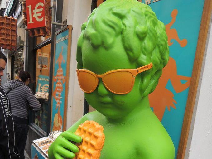 街を歩けば誰もが食べてる、みんな大好きベルギーワッフル!