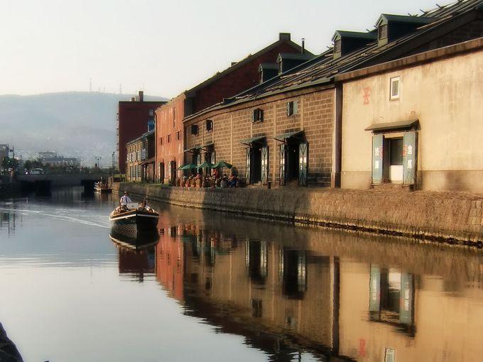 定番スポット小樽運河は時間帯や季節で違う景色に!