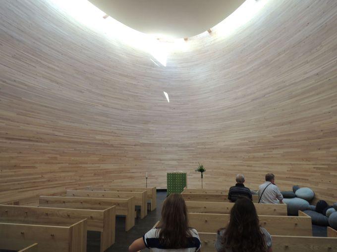 木の箱の中は礼拝堂!? 静寂な「カンピ礼拝堂」