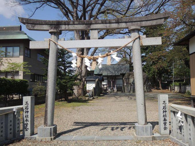 『鬼の手形』はここにある!パワースポット三ツ石神社
