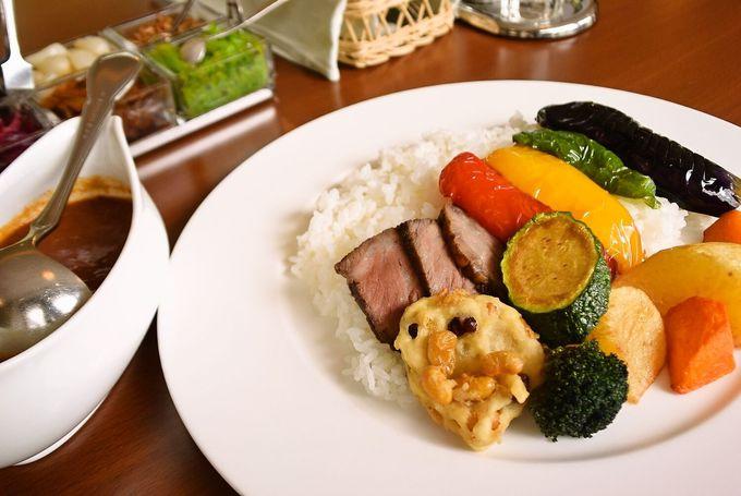 クラーク像を見たら「クラークカレー」も!大学で一流ホテルのカレーが食べられる!?