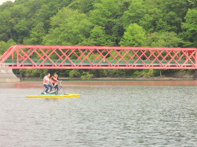 支笏湖に近代産業遺産!?湖面からも見える朱色の橋、「山線鉄橋」
