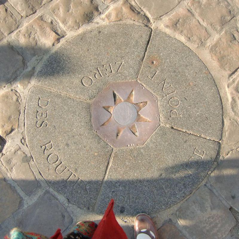 パリから○キロはここが起点!「ノートルダム大聖堂」を大解剖!