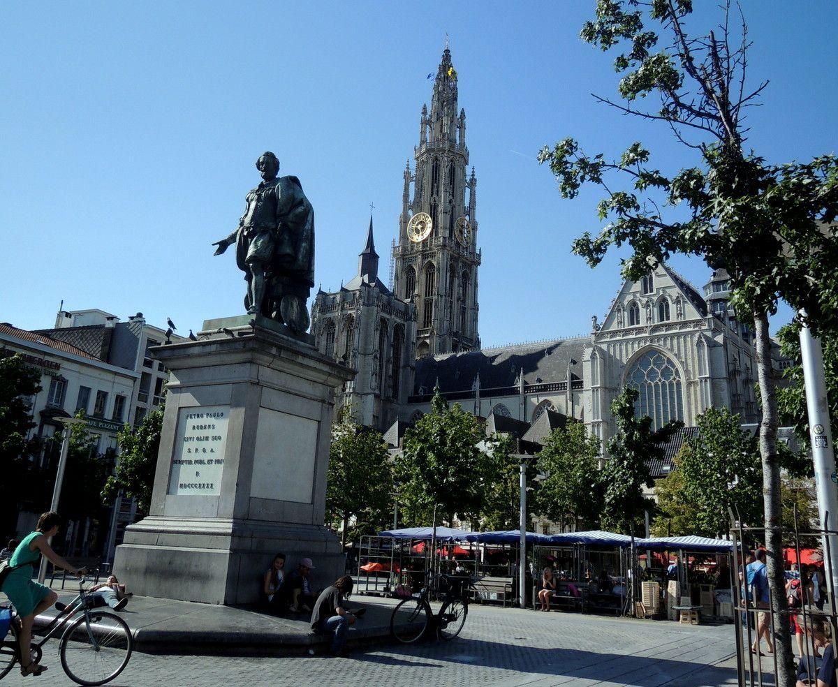 街のシンボル「アントワープ大聖堂」とアントワープの巨匠・ルーベンス