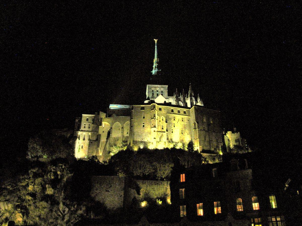 夜景は一生の思い出に!モンサンミッシェルの静かな夜