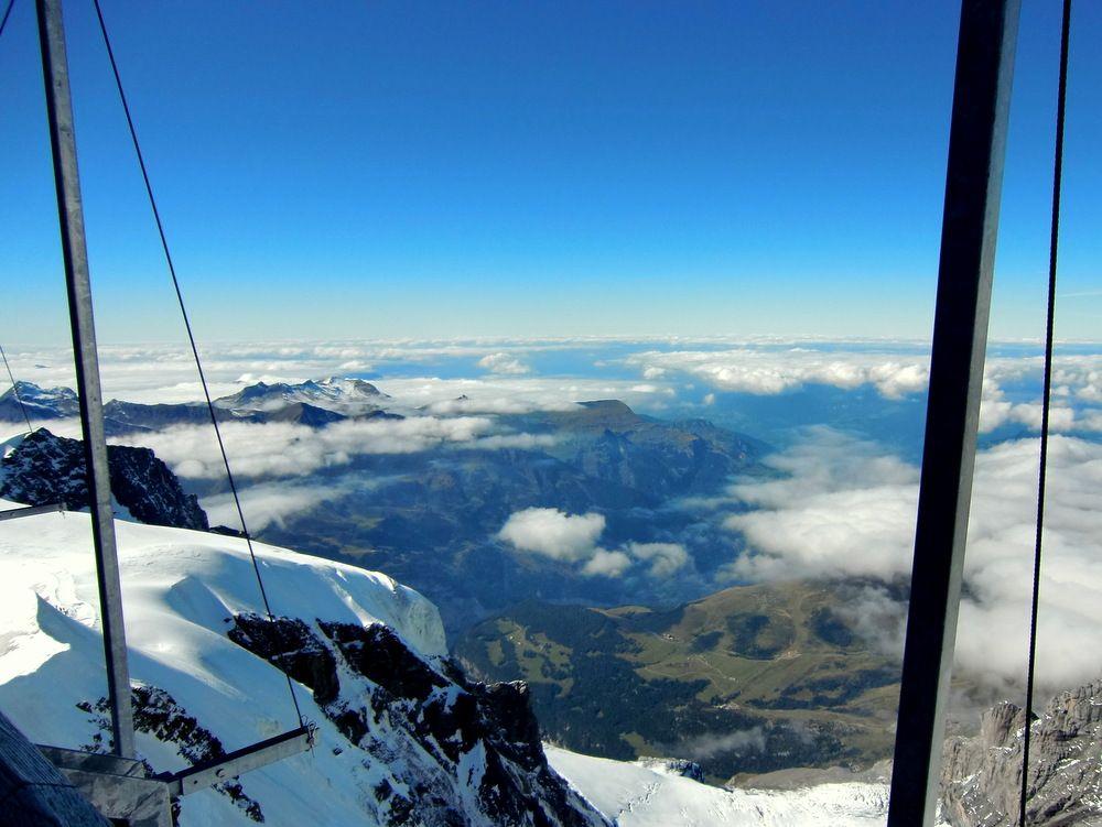 氷河と雲の上から下界を望む!展望台はどこも絶景!